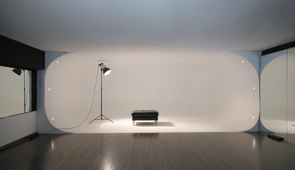 Etienne Mueller R1 Studio
