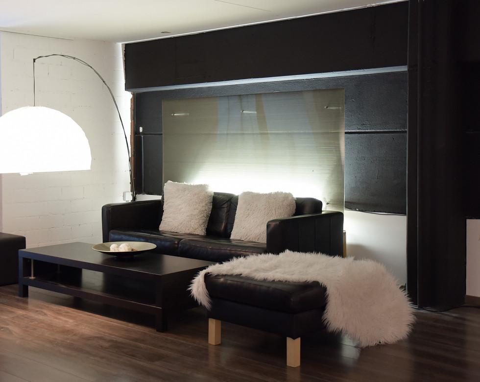 R1 Studio Lounge