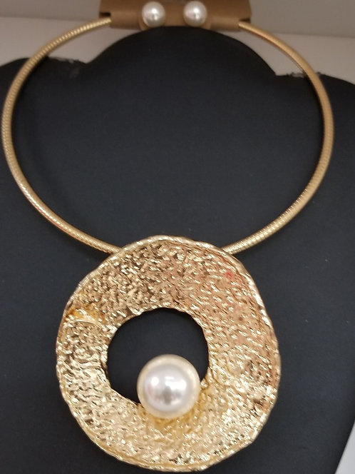 Pearl in a Open Shell Necklace