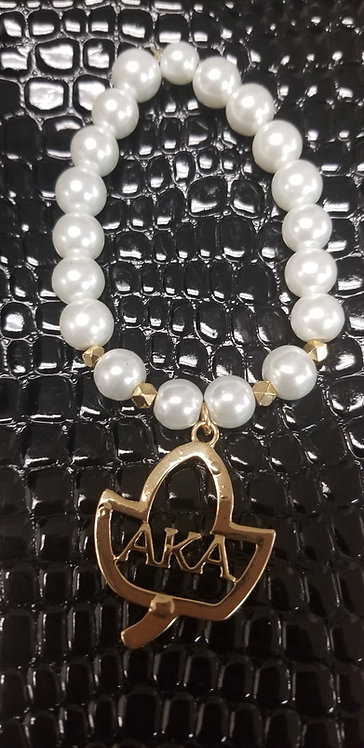 Pearl Bracelet with Ivy Charm