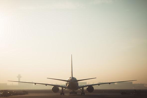 white-and-gray-airplane-249581.jpg