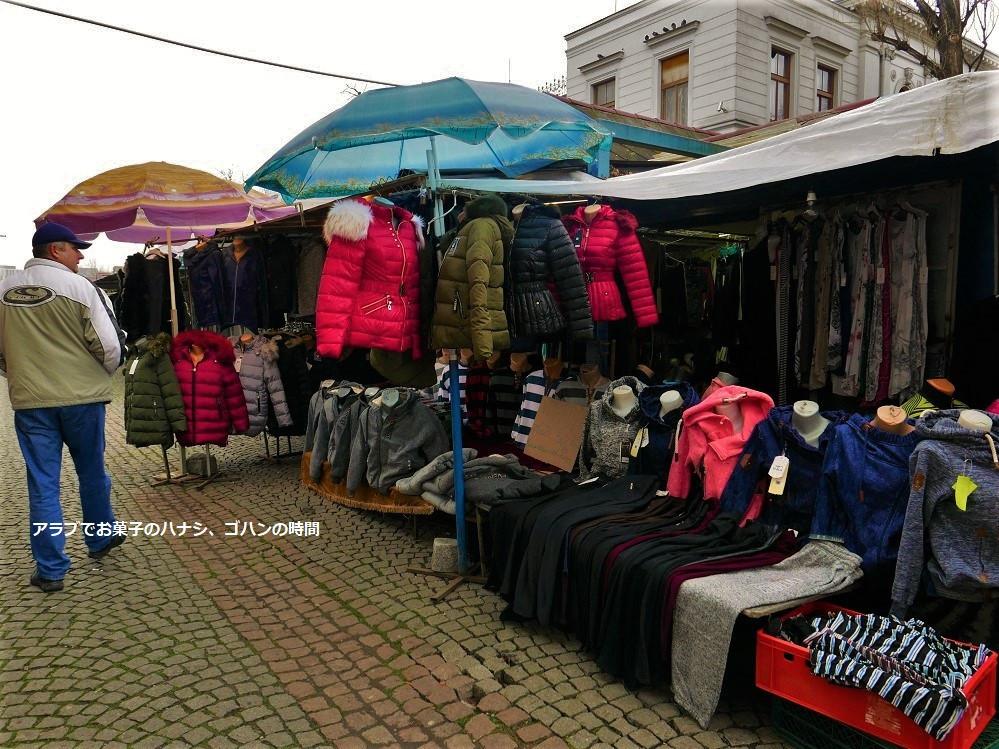冬服を売る市場