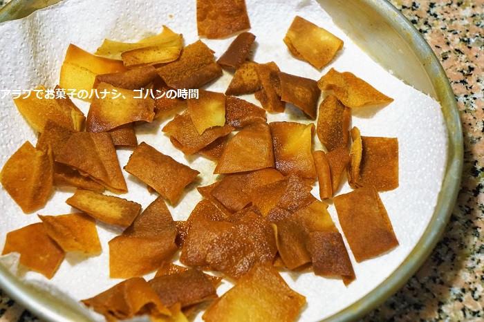 薄焼きパンを揚げる