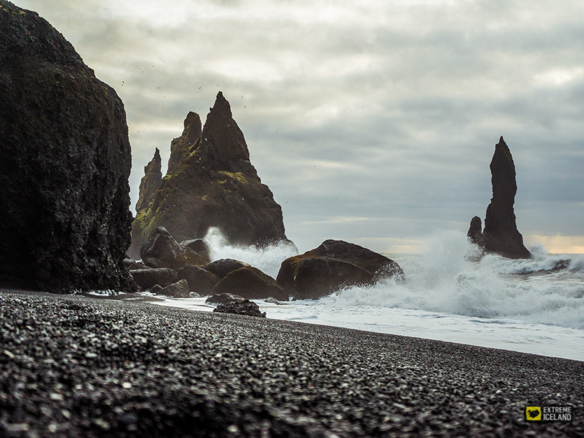 Black sand beach of Reynisfjar2.jpg