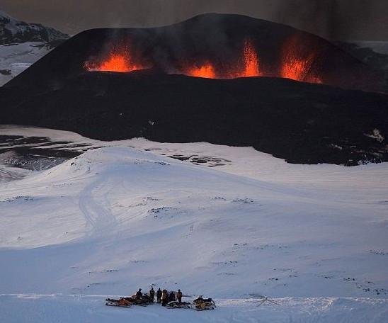 ~Eyjafjallajökull_glacier_volcano2.jpg