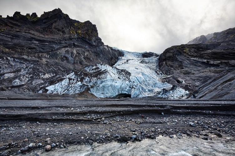 ~Eyjafjallajökull_glacier_volcano.jpg