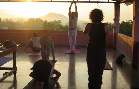 Yoga au soleil levant