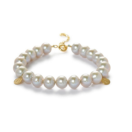 The Alkemistry 18ct yellow gold and light grey pearl Cinta beads