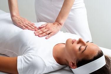 Thérapie traitement énergétique Reiki Tibetain relaxation cliente femelle