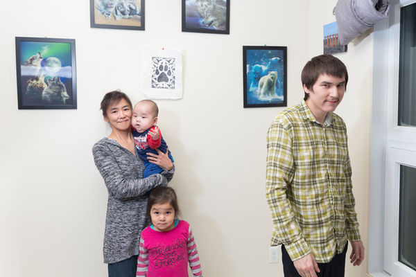Siaja Usuarjuk et sa famille, l'instant d'après.