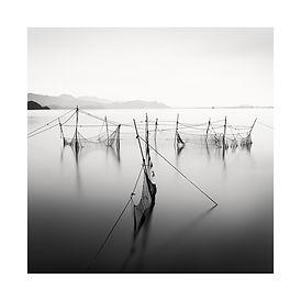 Japon, filets de pêche dans l'eau. Tirage Fine Art 30x30 cm | Olivier Robert