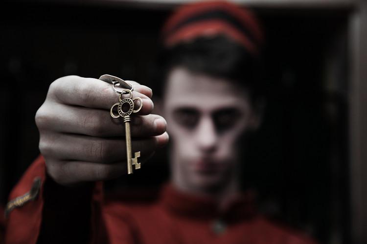 hold-key.jpg