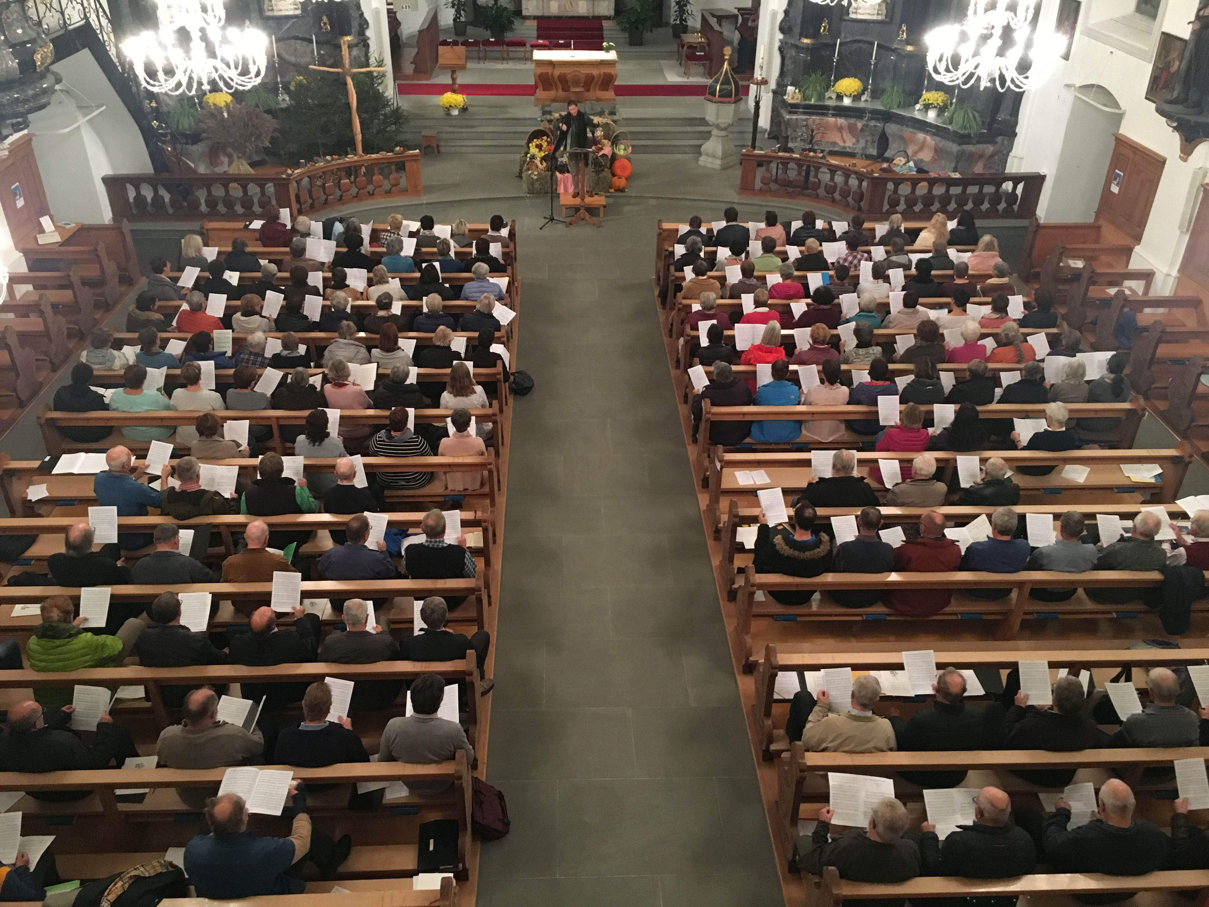 2018-024990-Kirchengesangstag-RitaB-Hand