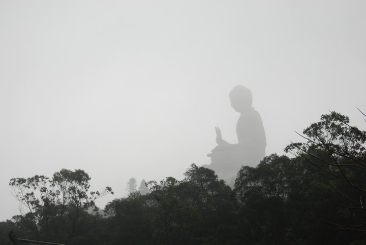 Misty day at the giant Buddha!