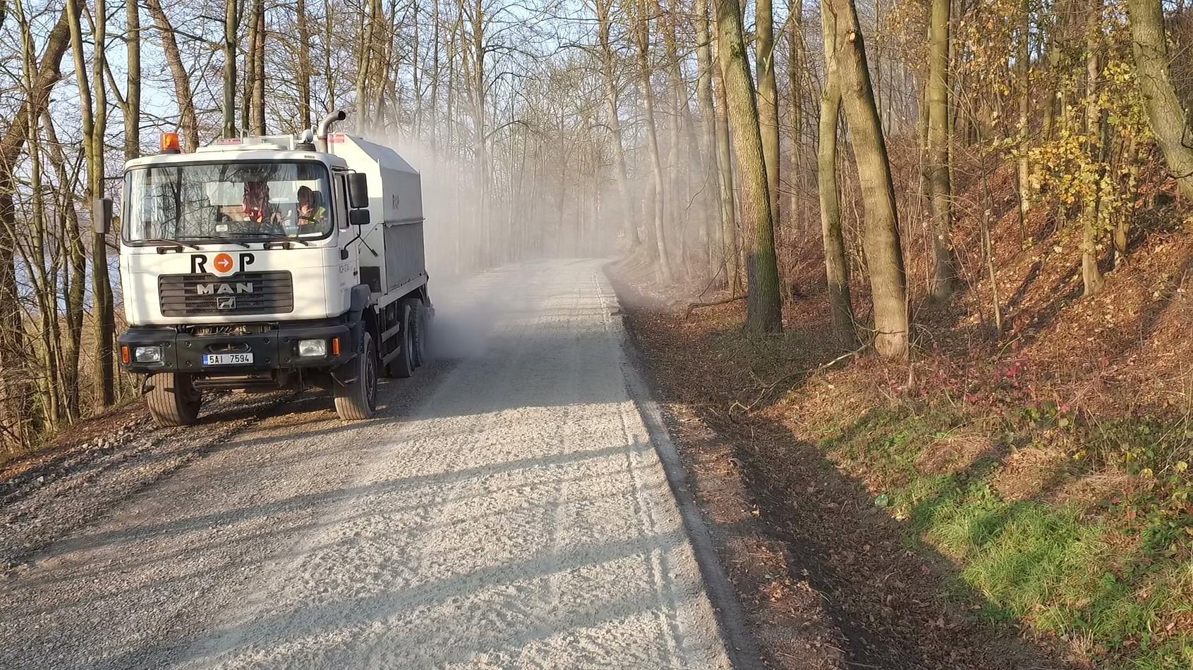 Dávkovač pojiv Streumaster SW18 na MAN T42 6x6
