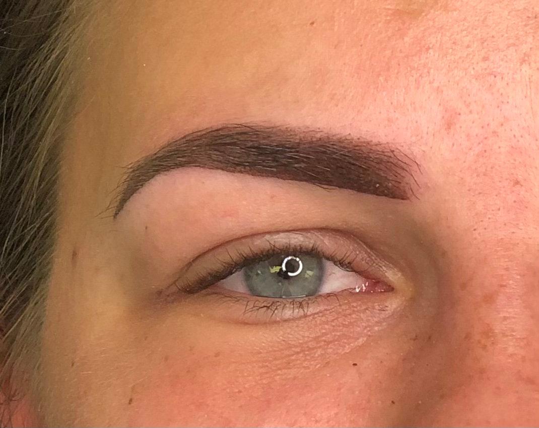 Ombré/powder machine brows