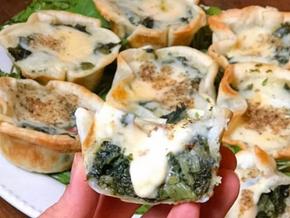 Canastitas de masa casera rellenas de espinaca, queso y salsa blanca