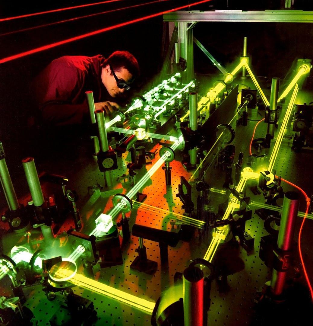 laser-63190_1280.jpg