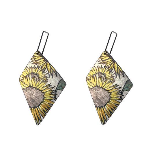 sunflower earrings, flower earrings, yellow flowers, yellow earrings, botanical earrings, sunflower jewellery, plants