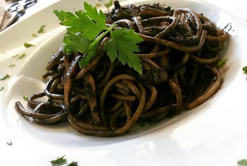Spaghettoni al nero di seppia