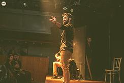 איתי הכהן במופע אילתורים של שלופתא בתיאטרון הקאמרי