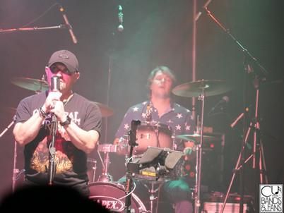 Thomas Gabriel (Vocals) Mike Little (drums)