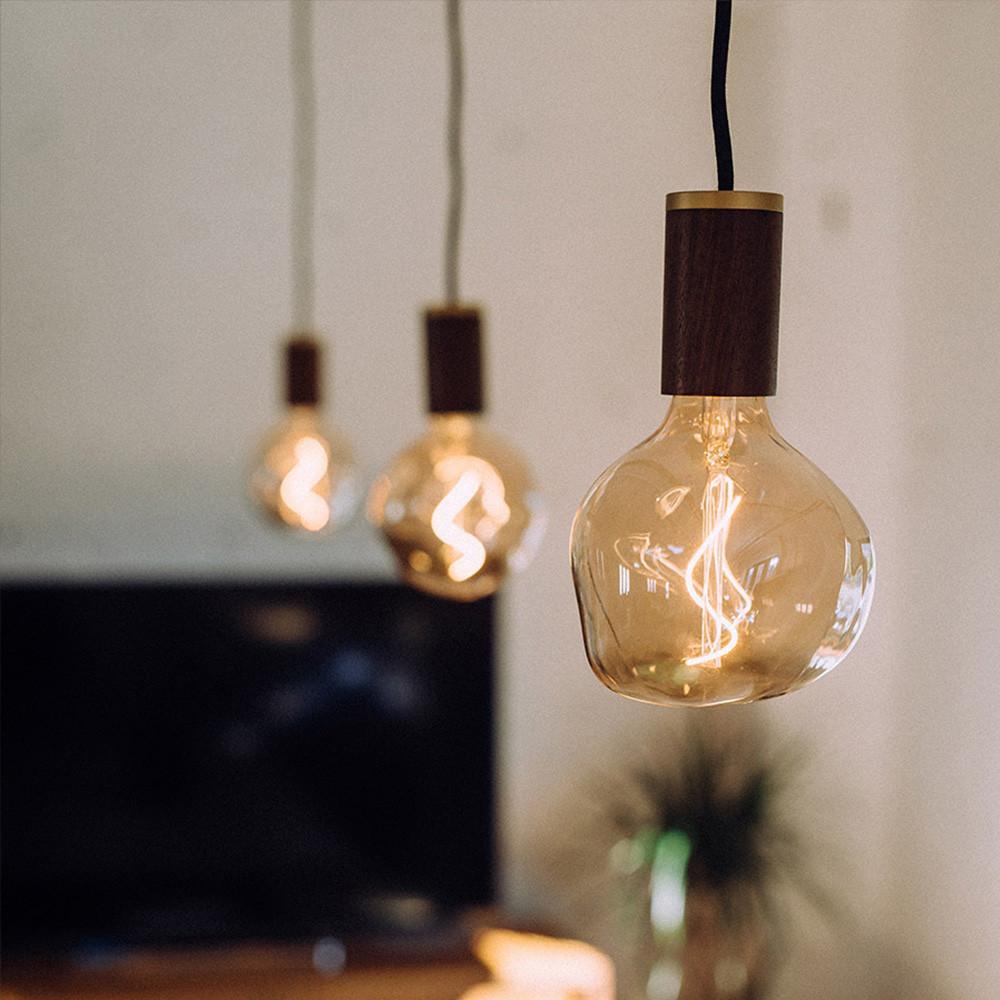 Voronoi-1-decorative-led-bulb-lifestyle-