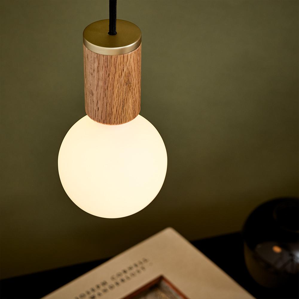 Sphere-III-Oak-Lifestyle-1.jpg