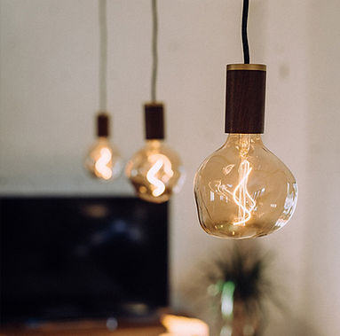 Voronoi-1-decorative-led-bulb-lifestyle-