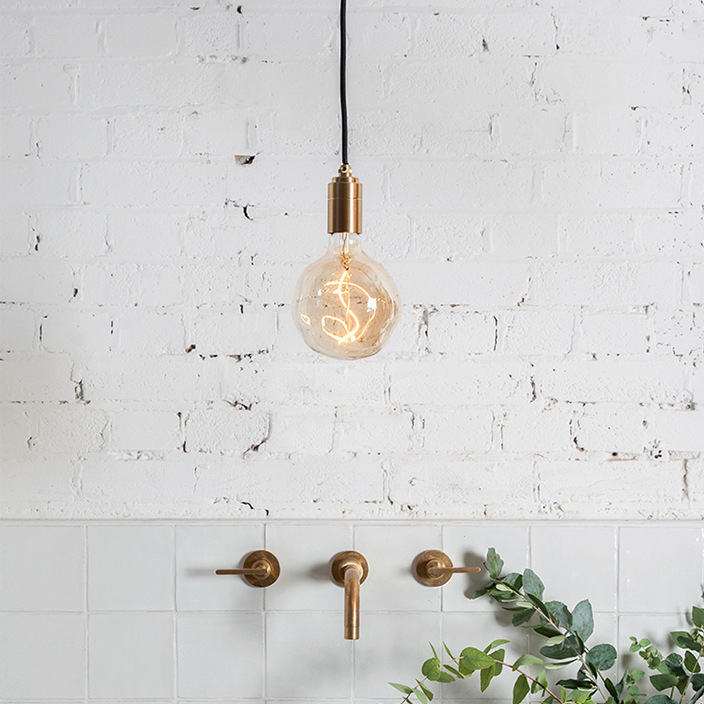 Voronoi-I-Bulb-Brass-Pendnat-Tala.jpg