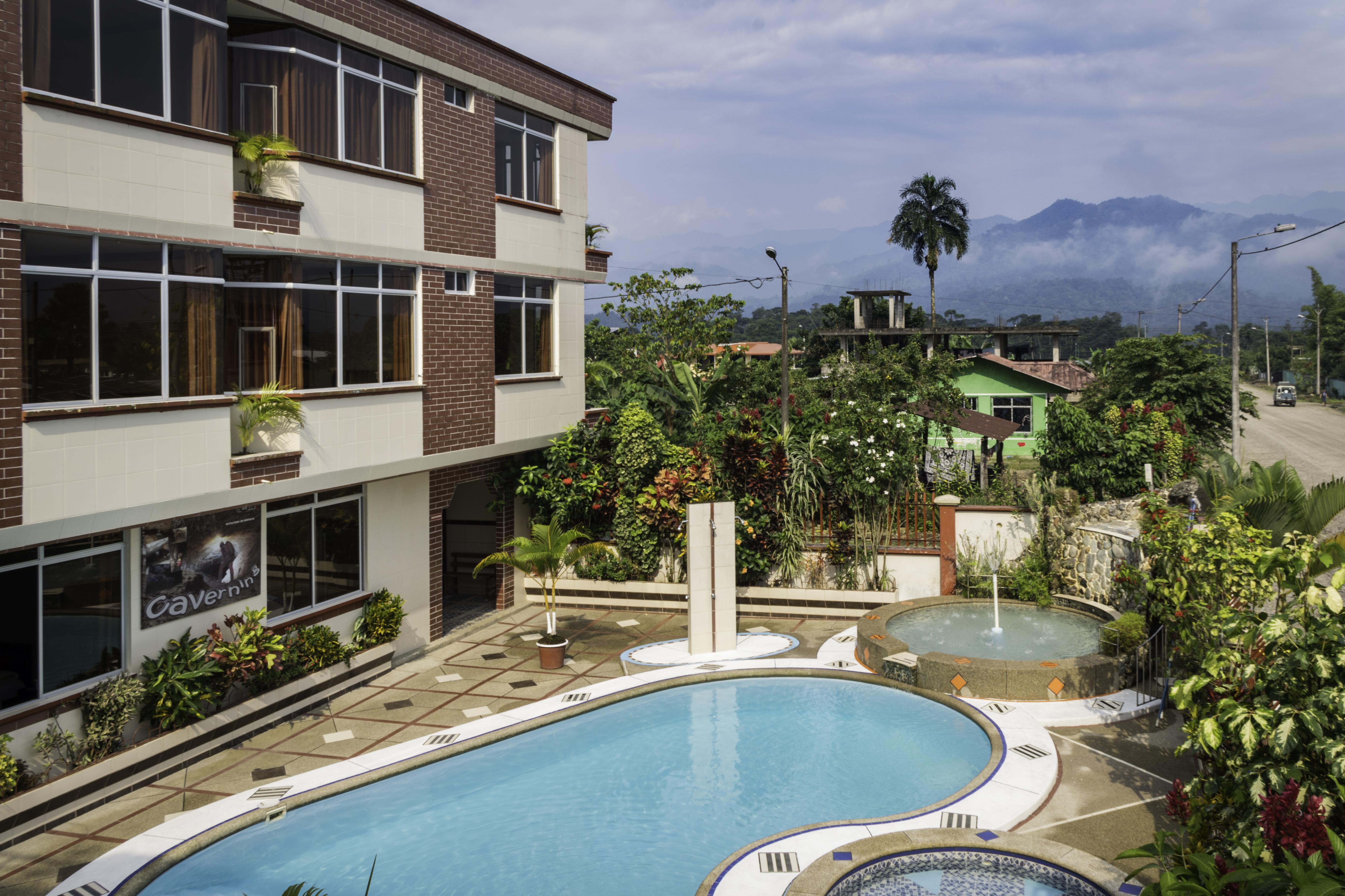 hotel con piscina al aire libre