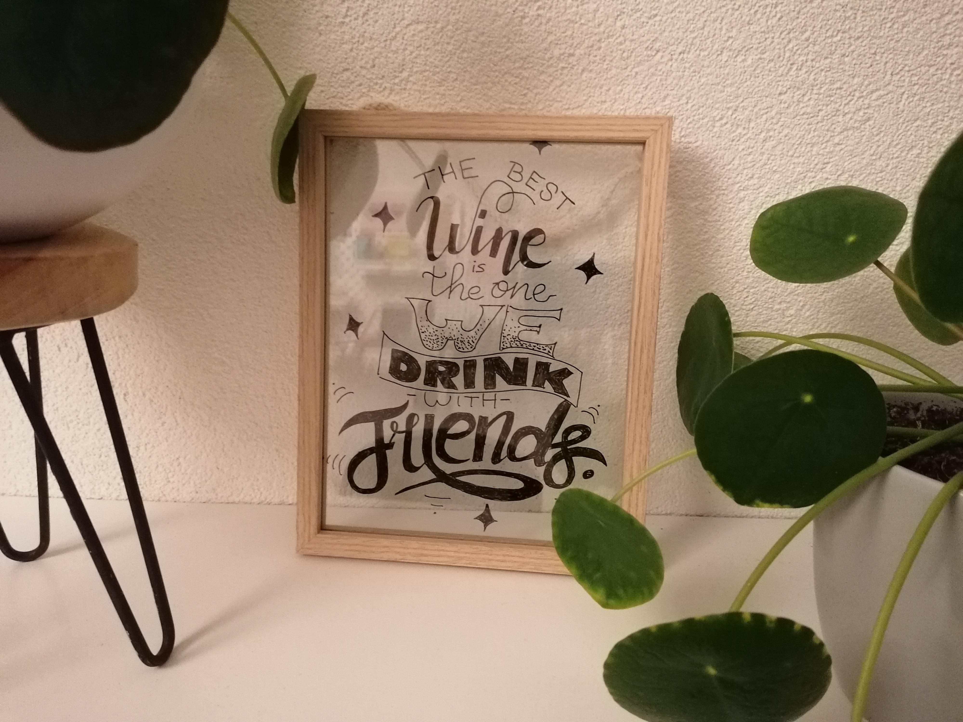 Glazen schilderij met de tekst The best wine is the one we drink with friends