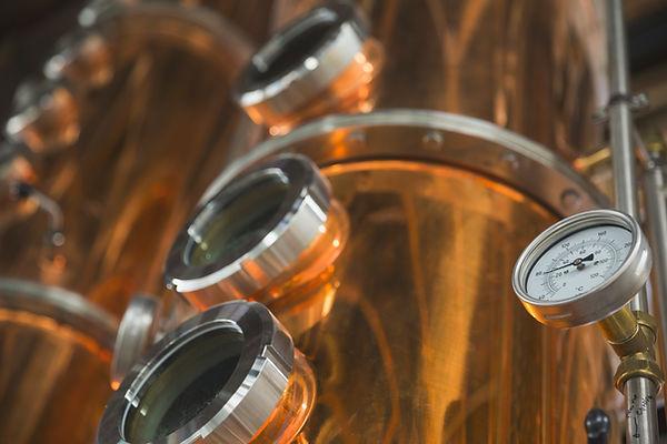 銅蒸溜所バット上のゲージ