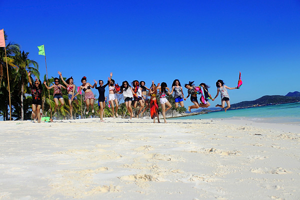 Calamian-Islands-Travel-&-Tours-Happy-Guests-4-s