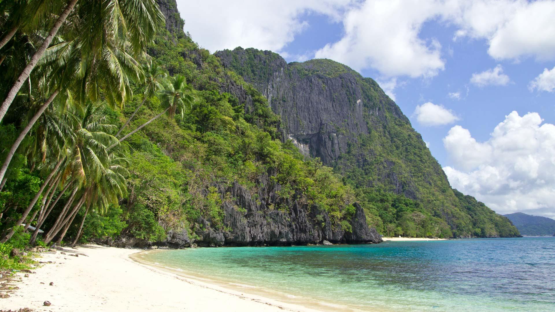 El Nido Pasandigan Beach Island Hopping Tour D 2