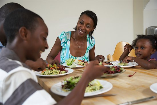 Black-family-at-table