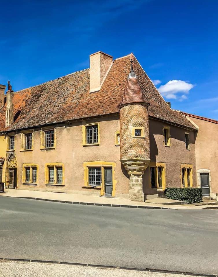 Tour touristique du Roannais : Vivans et La Pacaudière