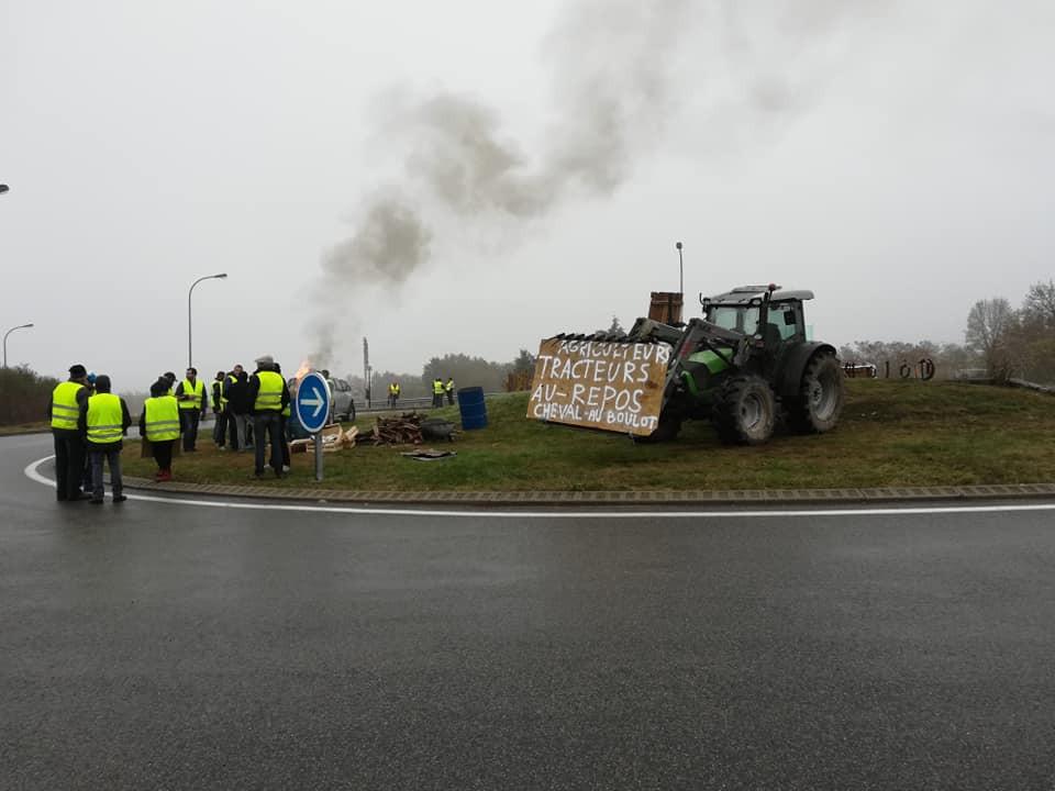 Gilets jaunes à Villemontais et à Renaison, un mouvement citoyen et pacifique sans égal