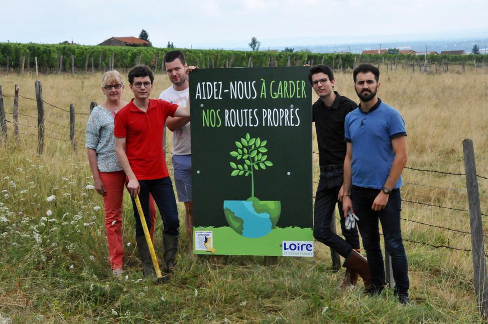 Lutte contre les déchets le bord des routes : mobilisation des habitants du Roannais