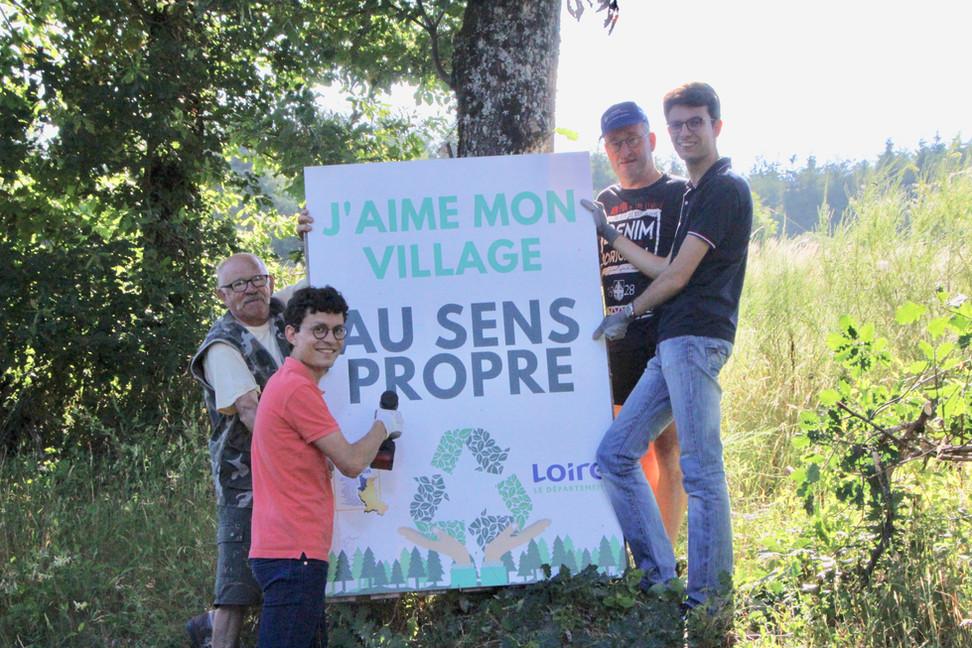 STOP aux déchets le long de la D53 entre Villemontais et Saint-Just-en-Chevalet