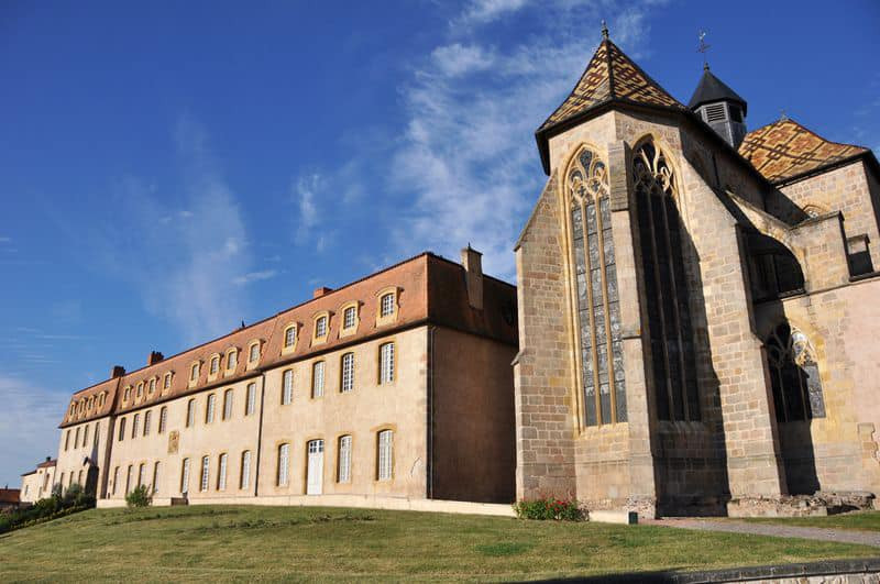 """Ambierle : """"Vous connaissez Saint-Jacques-de-Compostelle ? Goûtez à la voie Saint-Martin."""" (Tour tou"""
