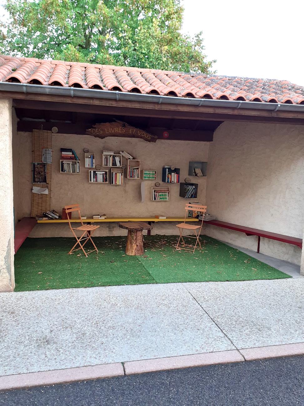 Une nouvelle boite à livres à Saint-Alban-les-Eaux