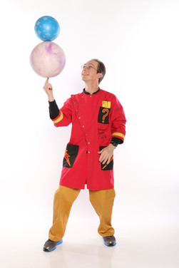 Science Circus ball on ball spinning