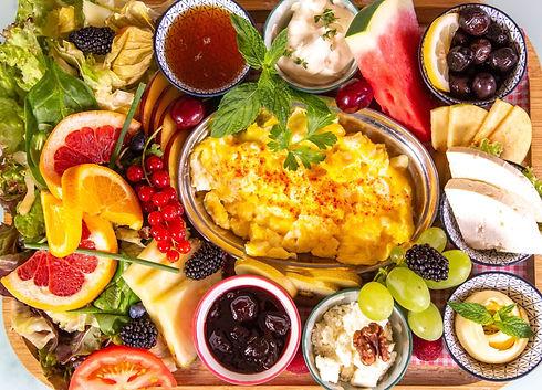 Farmer's Best Bauernfrühstück Rührei, Weichkäse, Tulum Käse, Oliven, Butter, Honig, Sahne