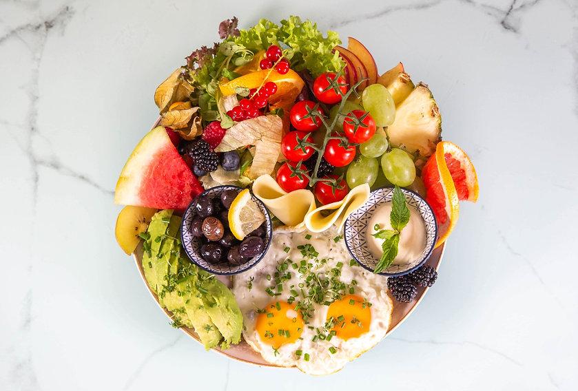 Healthy Healthy Gesundes Frühstück 2 Spiegeleier mit Frühlingszwiebeln, Bio Kresse, Avocad
