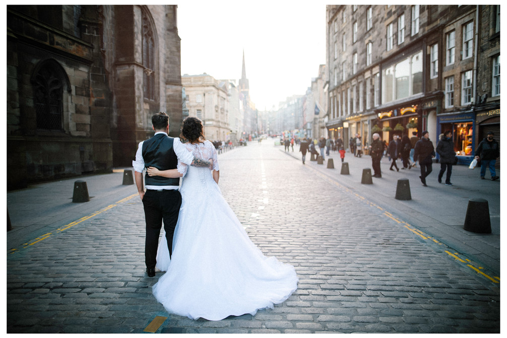 wedding photographer edinburgh fun happy mum dad old  royal mile scotland