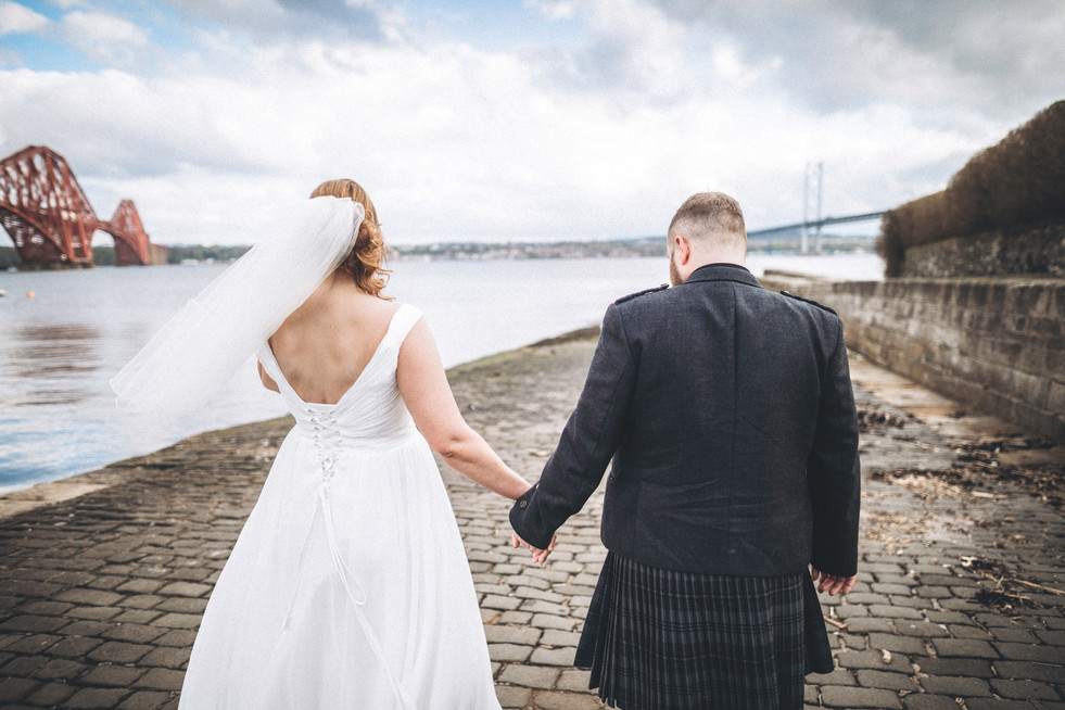 wedding photographer edinburgh fun happy mum dad old forth road bridge