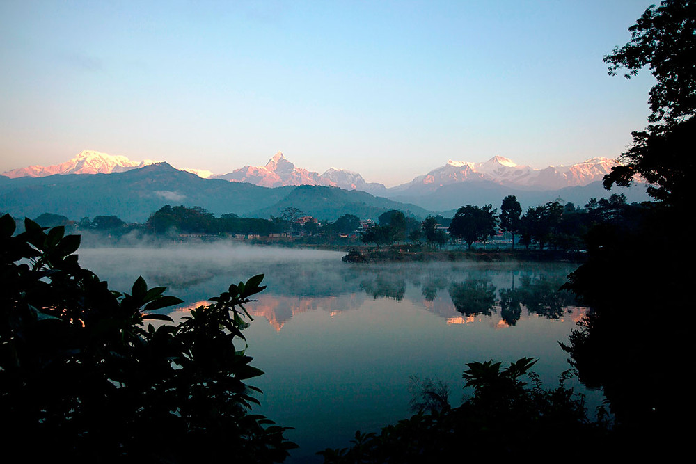 Den-vakre-innsjoen-Phewa-Tal-i-Pokhara.jpg