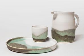 marion leyssene ceramique ensemble pichet gobelet assiette porcelaine givre et lichen
