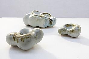 Sculpture en grès. Marion Leyssene. Façonnage au colombins. Emaux mats, satinés, oxydes.